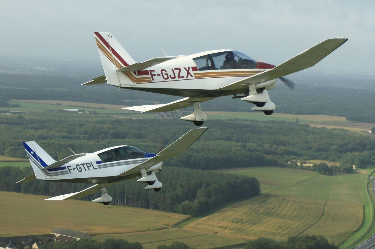 DR 400 en patrouille - Aéroclub de Orléans Loiret